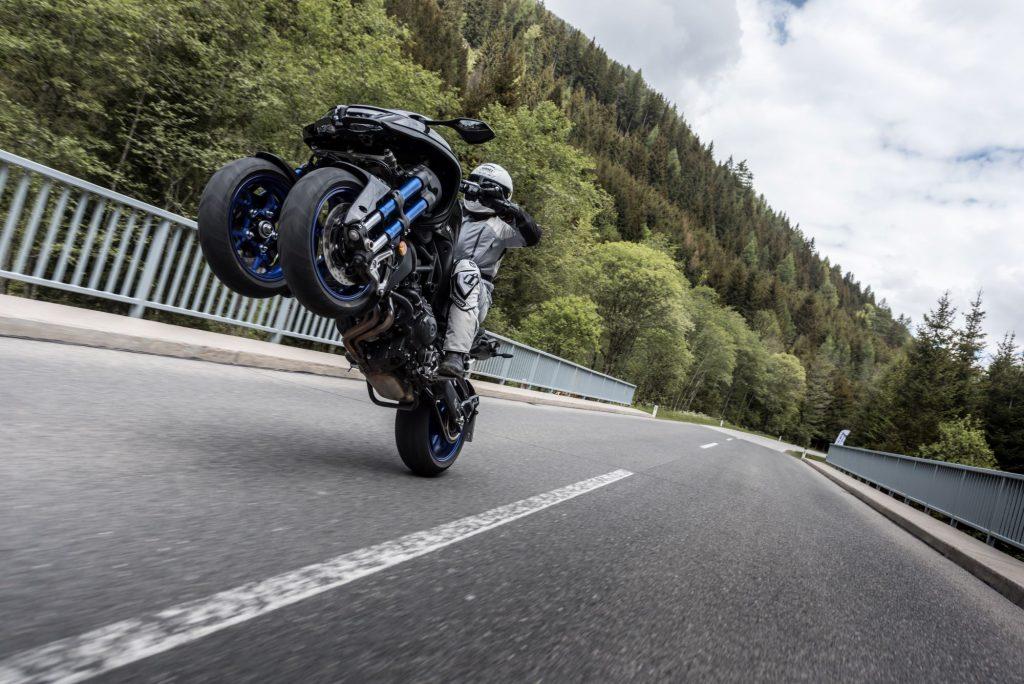 Yamaha NIKEN wheelie