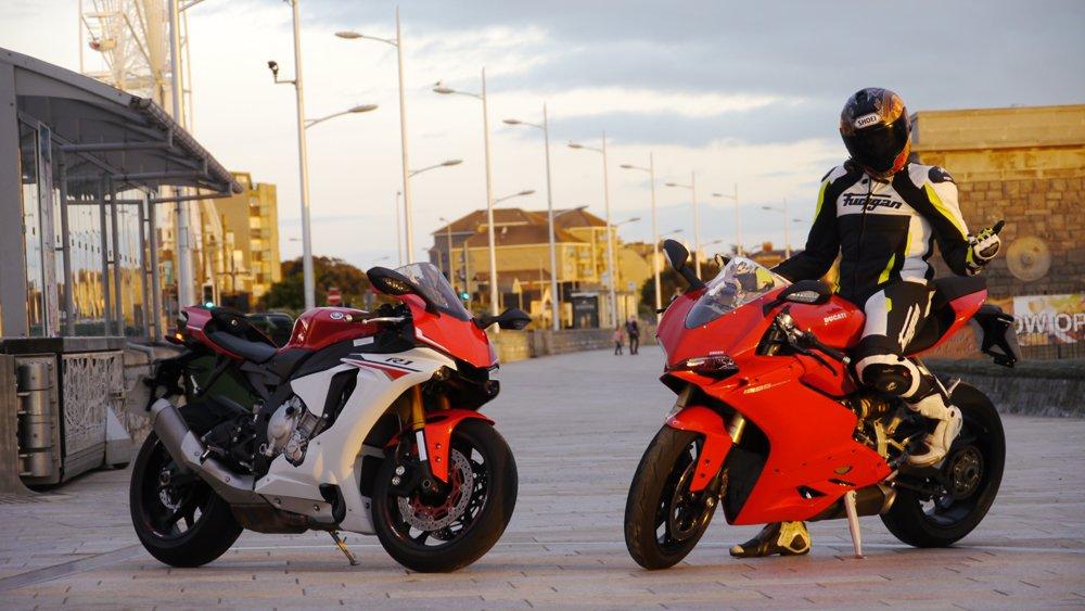 2015 Yamaha R1 v Ducati 1299 Panigale