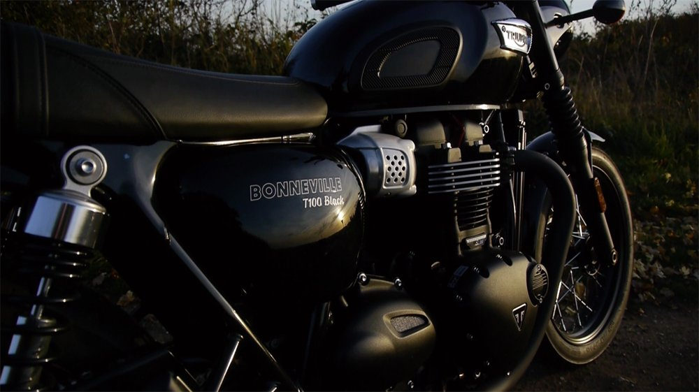 Video: Triumph Bonneville T100 Review