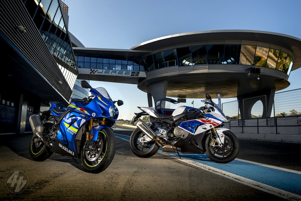 Video: 2017 Suzuki GSX-R1000R v BMW S 1000 RR